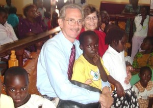 Peter & Sharon with Ugandan Children